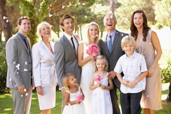 Jak obliczyć koszty uroczystości rodzinnych? Skorzystaj z naszych pomocnych kalkulatorów!